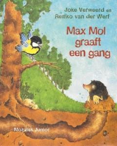 Max Mol graaft een gang